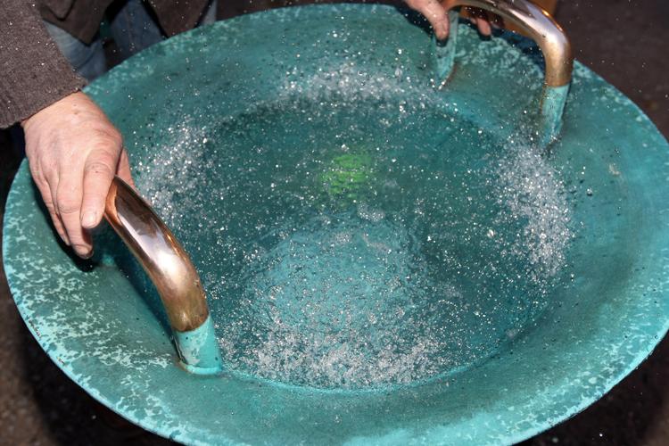 Wasserspringschale aus Bronze