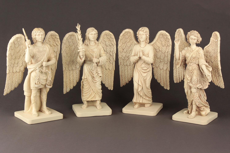 alle vier Erzengel-Statuen: Michael - Uriel - Gabriel - Raphael