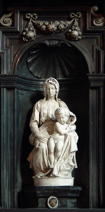 Michelangelos Madonna von Brügge. Bildquelle: Von I, ArtMechanic, CC BY-SA 3.0, https://commons.wikimedia.org/w/index.php?curid=5311590